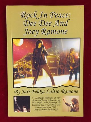 ROCK IN PEACE: Dee Dee and Joey Ramone. Jari-Pekka Laitio-Ramone