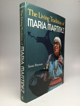 THE LIVING TRADITION OF MARIA MARTINEZ. Susan Peterson